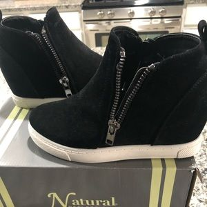 """Natural Reflections """"Drew"""" Fashion Ankle Boots."""